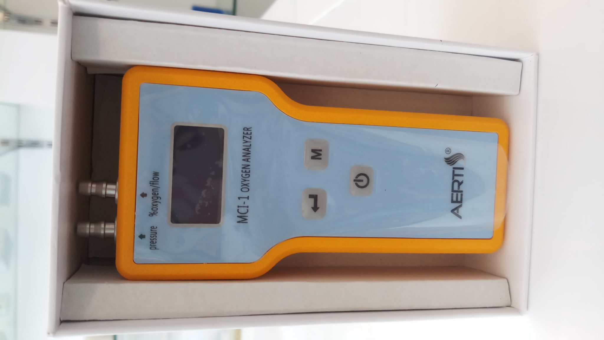 Oxygen analyzer